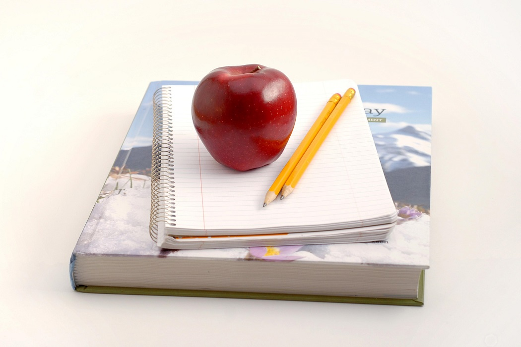 apple and books (1)